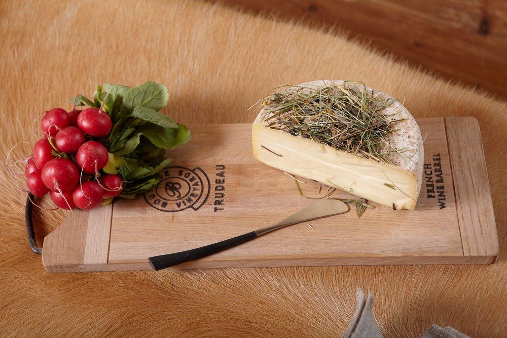 Käsebrett mit Eisengriff 2